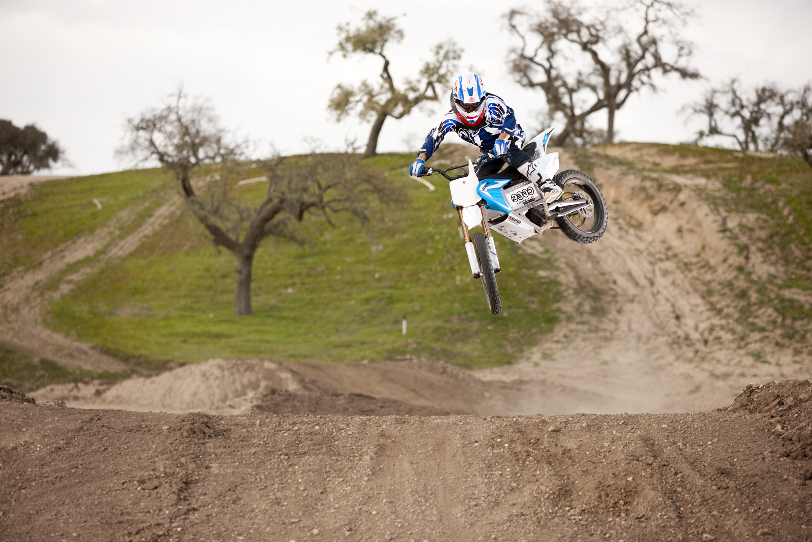 '.2010 Zero MX Electric Motorcycle: Zaca Station - Blue Whip over Double.'