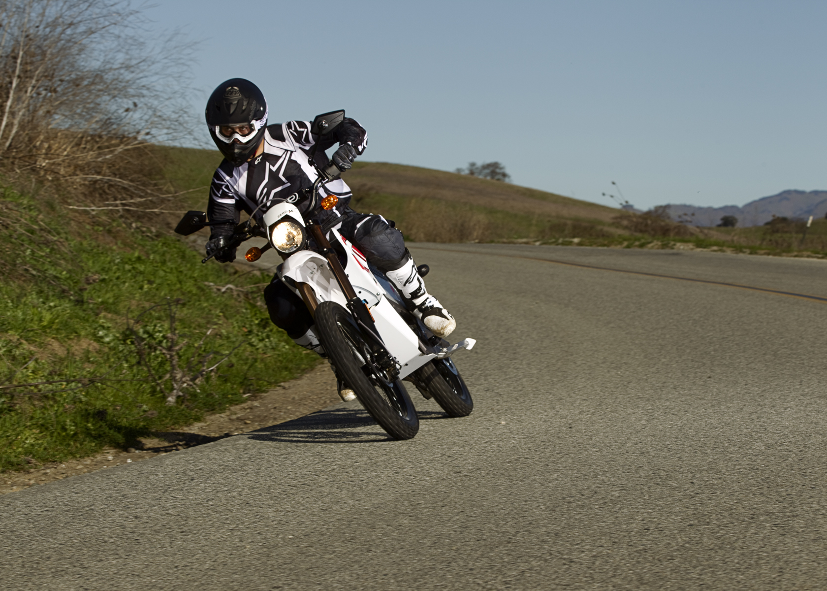 2011 Zero MX Electric Motorcycle: Lean Right Around Corner