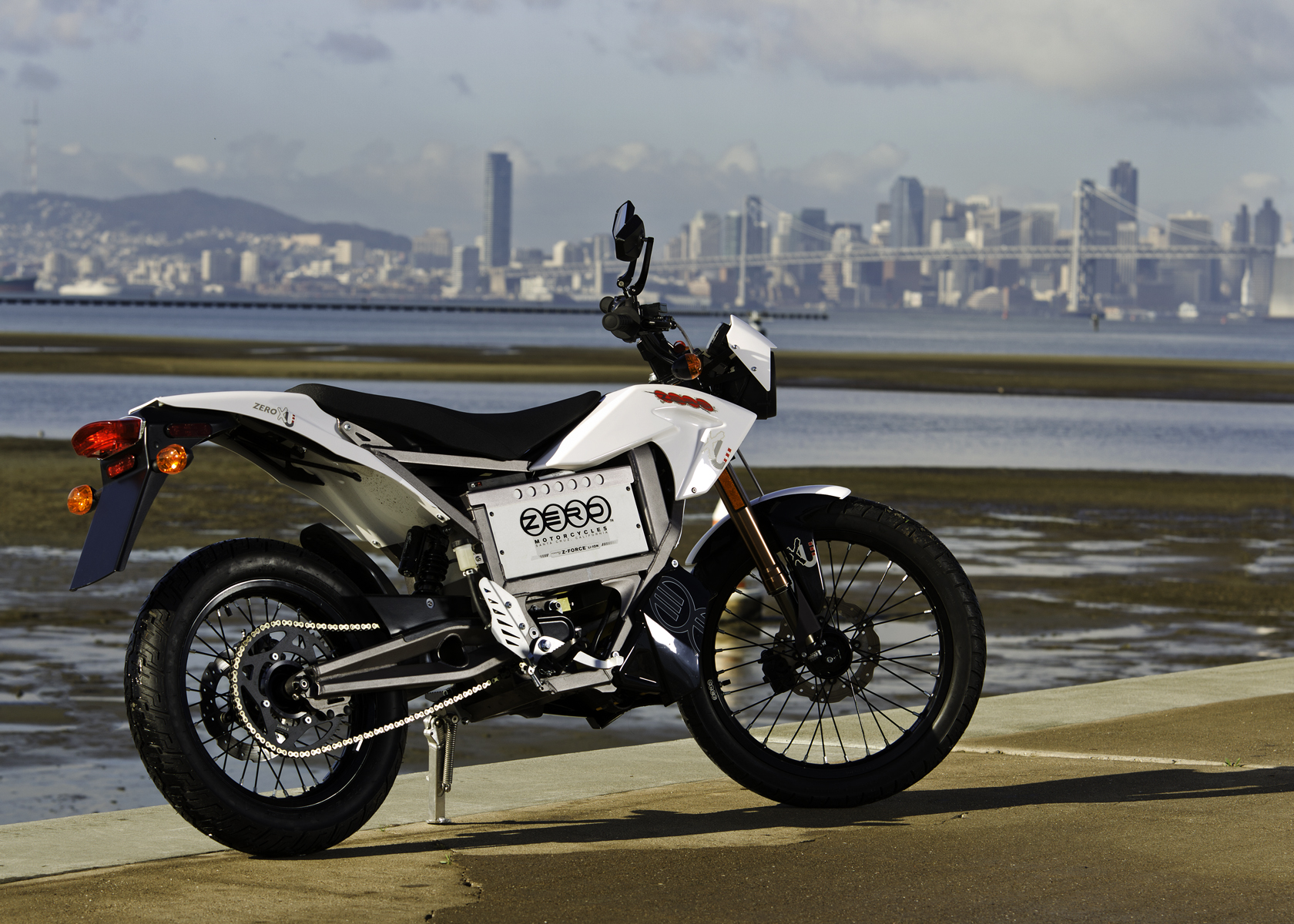 '.2011 Zero XU Electric Motorcycle: Profile, San Francisco Bay Skyline.'