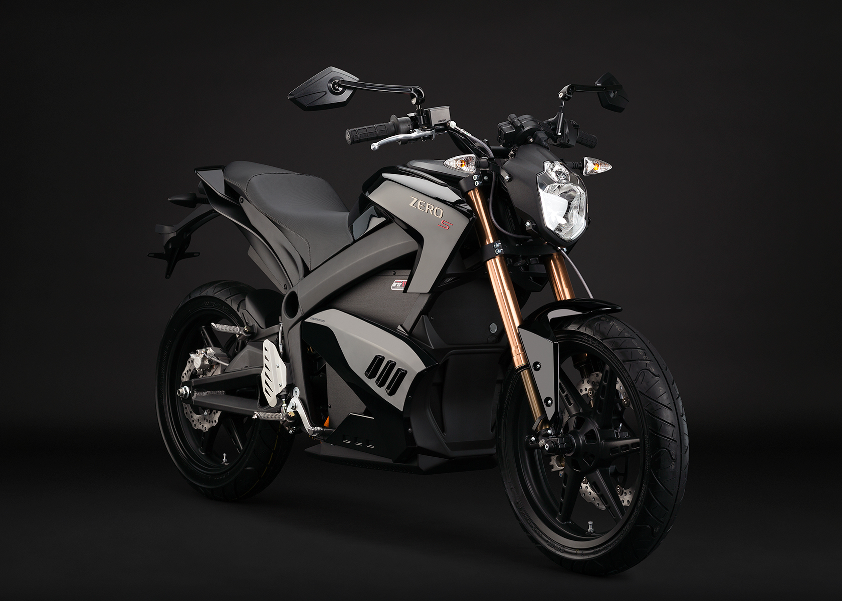 '.2013 Zero S Electric Motorcycle: Black Angle right.'