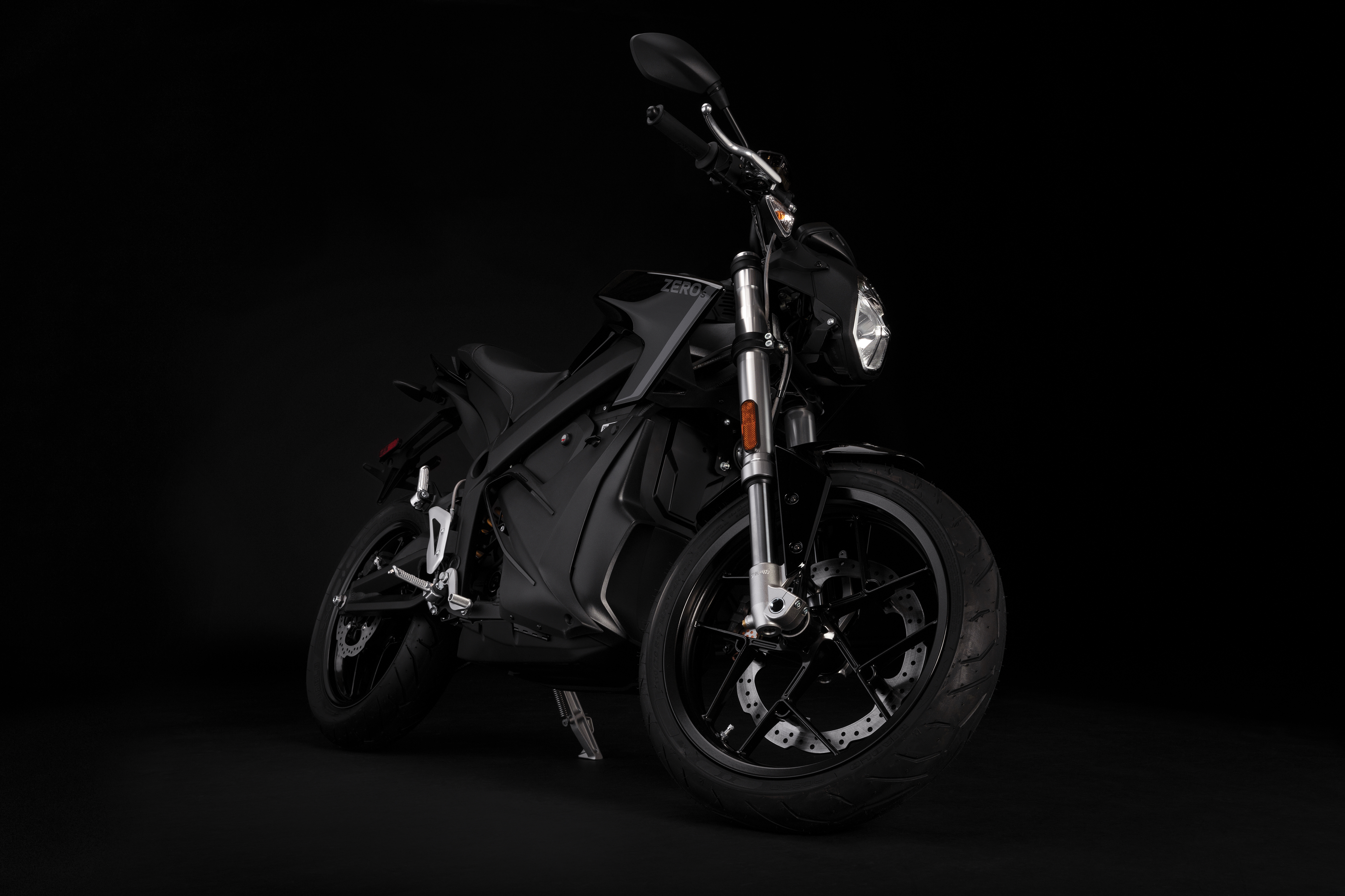 2019 Zero S Electric Motorcycle: Angle Right, Lean