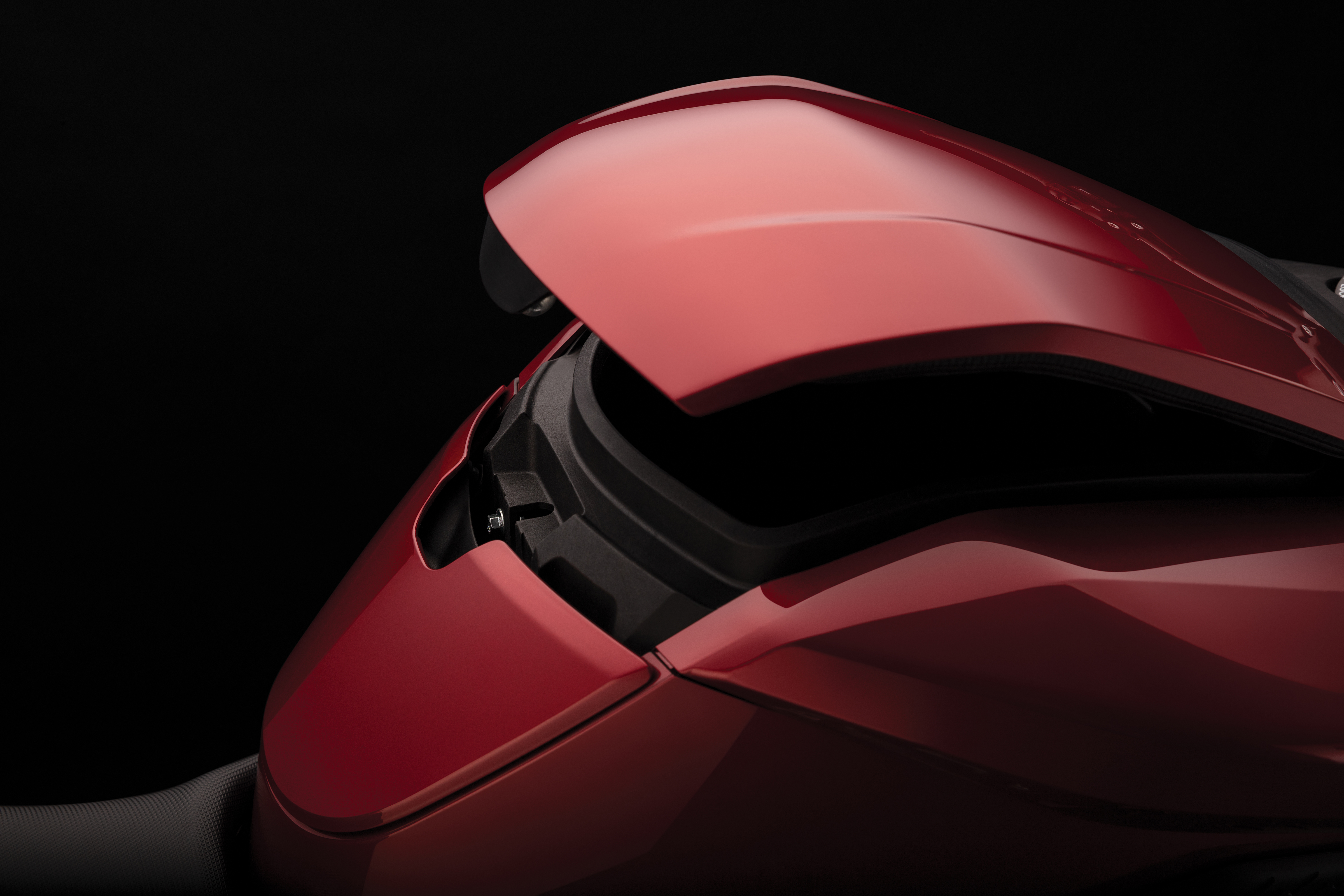2020 Zero SR/F Electric Motorcycle: Storage