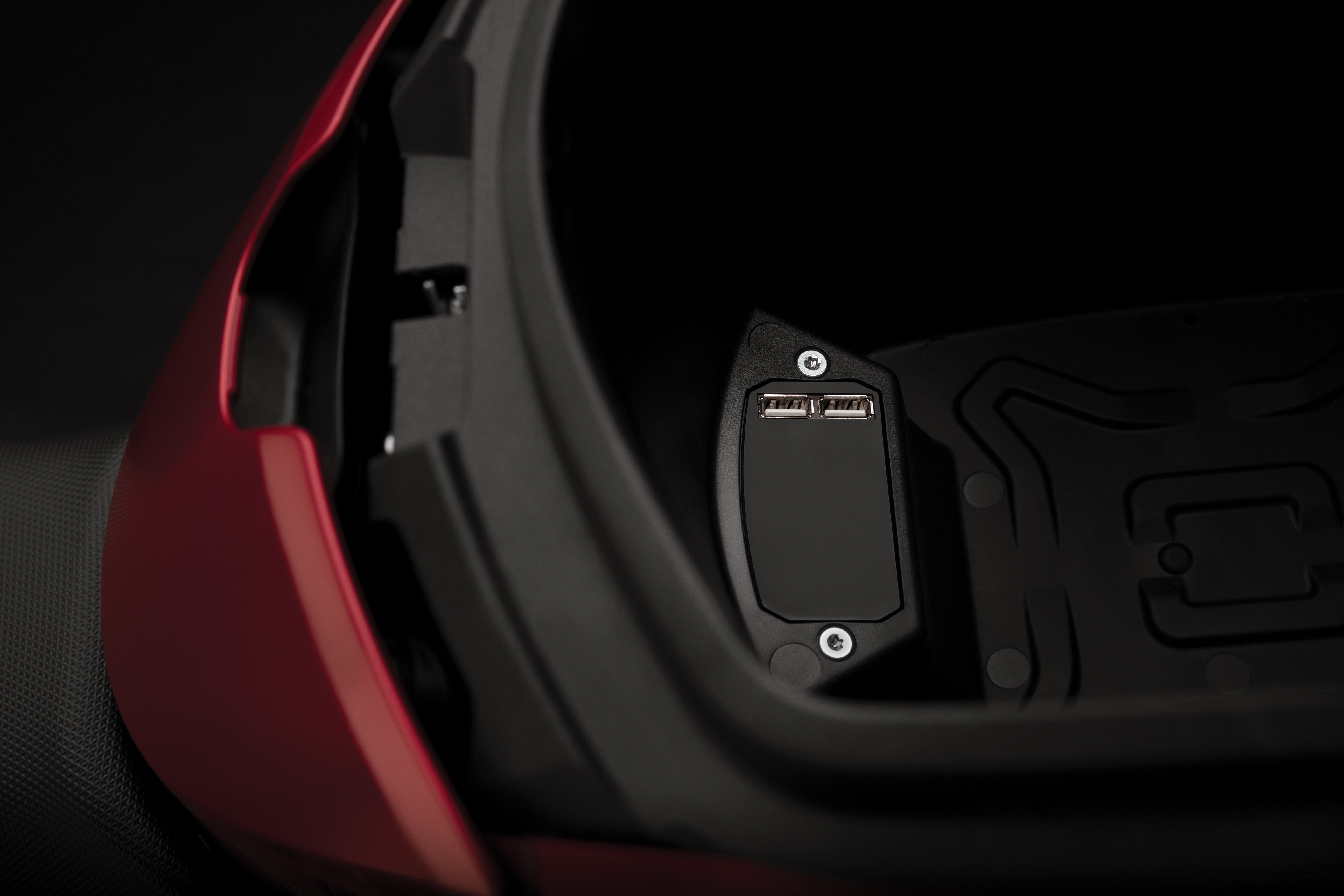 2020 Zero SR/F Electric Motorcycle: USB Port